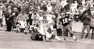 Mark Marana runs with the ball in the 1975 State Championship